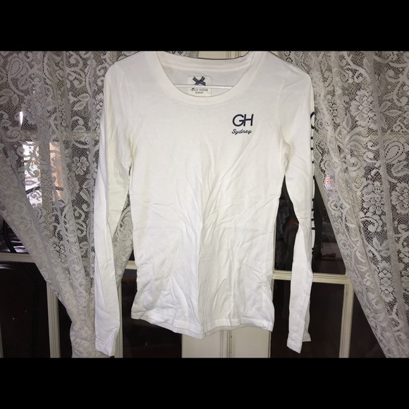 Gilly Hicks Tops - Gilly Hicks white long sleeve w navy writing (S)
